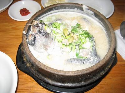 韓国土俗村の烏骨鶏参鶏湯オゴルサムゲタン